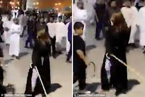 """沙特女子因未佩戴头巾遭路人议论 愤怒""""揭竿而起"""""""